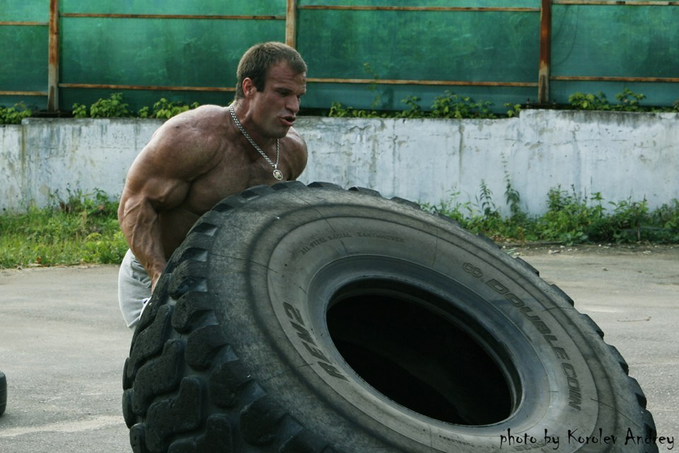 Denis-Cyplenkov-Tire-Flip-Workout.jpg